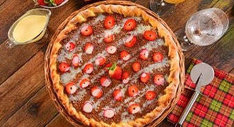 Pizza de chocolate com morango