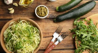 Tasty,Zucchini,Pasta,With,Arugula,,Sauce,And,Ingredients,On,Wooden