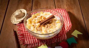 Typical,Brazilian,Dish,Hominy,Canjica,With,Cinnamon,In,June,Party