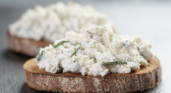 Rye,Sandwiches,Or,Bruschetta,With,Ricotta,Cheese,And,Herbs,On