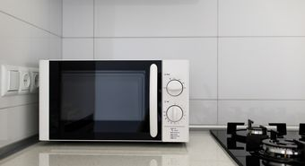 Modern,Kitchen,Interior,With,Electric,And,Microwave,Oven
