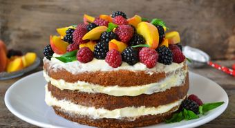 Naked,Cake,With,Cream,,Decorated,With,Raspberries,,Blackberries,,Peaches